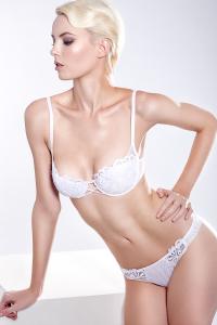 White-Winter-Lingerie-Editorial-Maison-Lejaby-white-lace-lingerie-christmas-festive-underwear-lingerie-la-femme-09